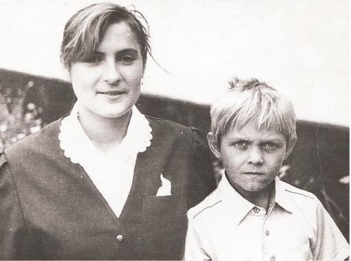 Александр со старшей сестрой Викой.